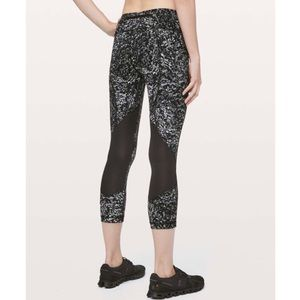 Lululemon Pace Rival Crop in Achromatize Ice Grey